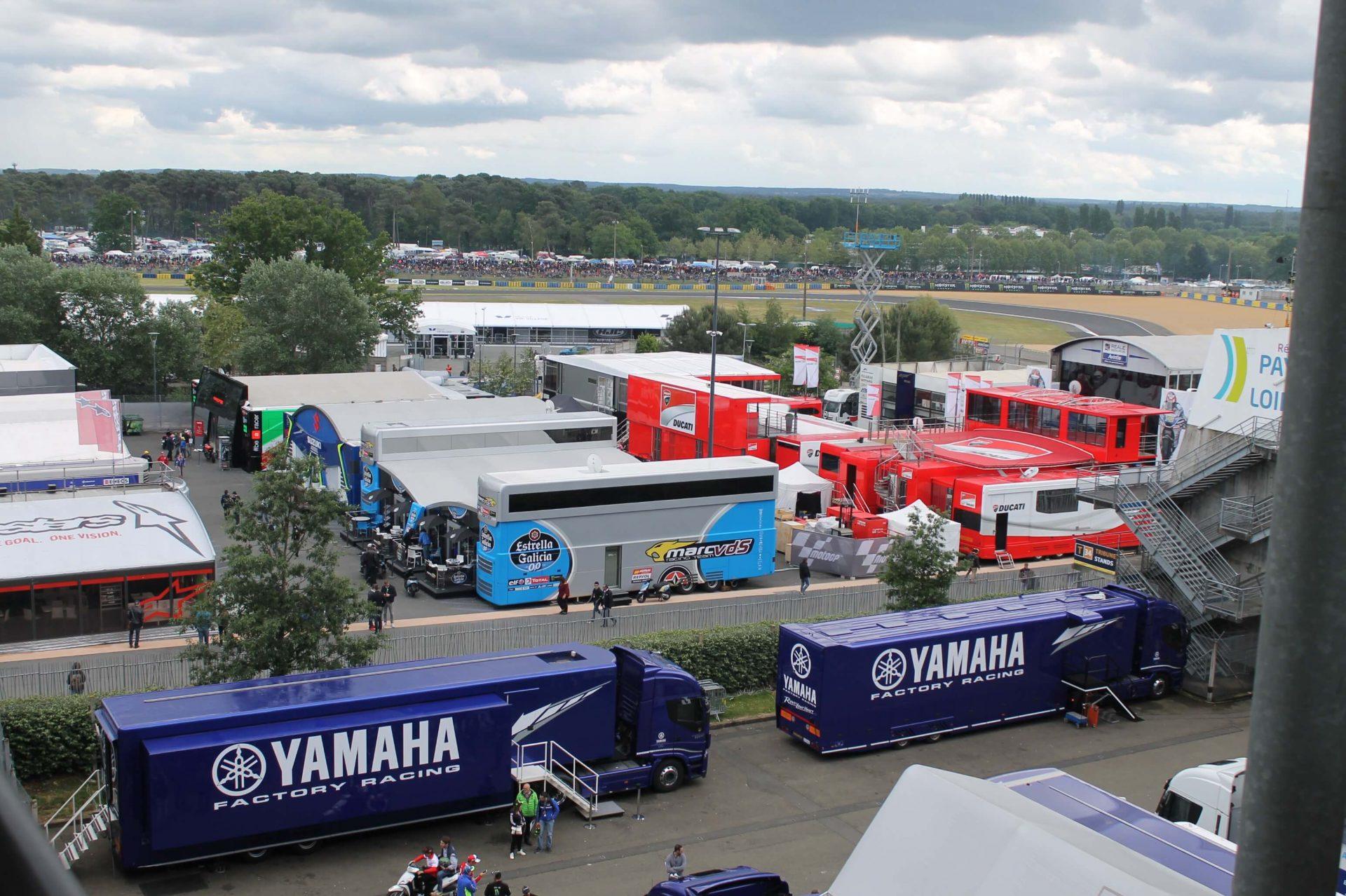 Les camions des Teams au Moto GP