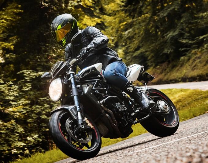 10 vérifications à faire avant d'acheter une moto d'occasion