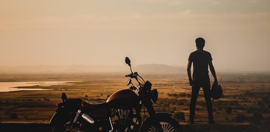 Homme et sa moto
