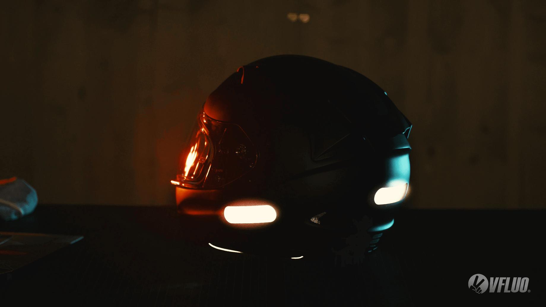 Stickers V-Fluo pour augmenter ta visibilité en moto