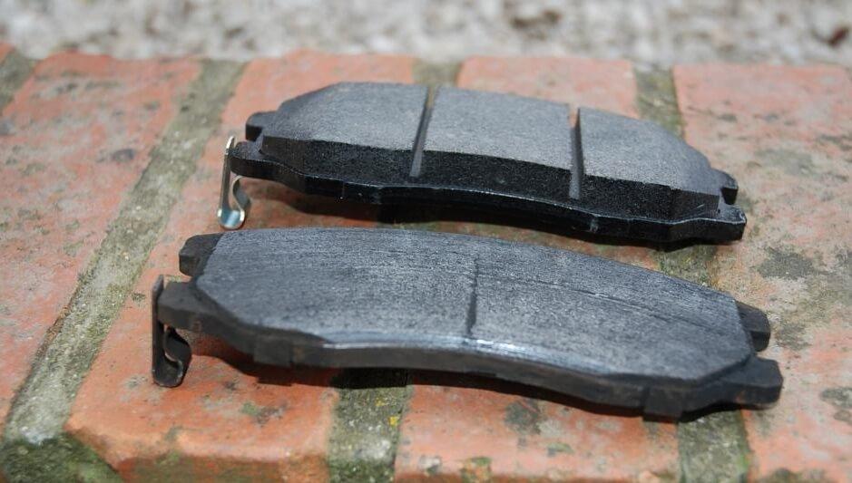 Plaquette de frein neuve et plaquette de frein usagée