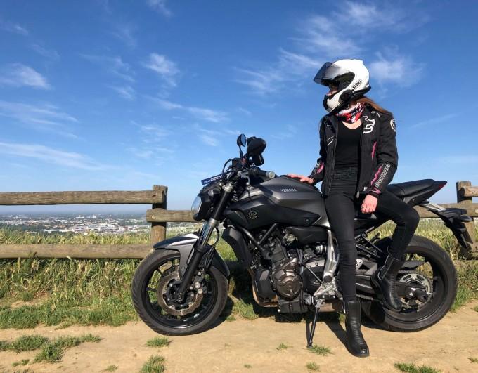 Intercom moto Dexter de Motoblouz : le test by Charlotte !