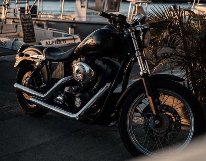 Comment changer les joints spi d'une fourche moto ?