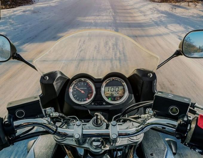 Comment bien s'équiper pour rouler à moto en hiver ?