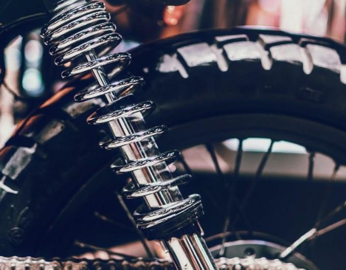 Contrôler la pression des pneus moto